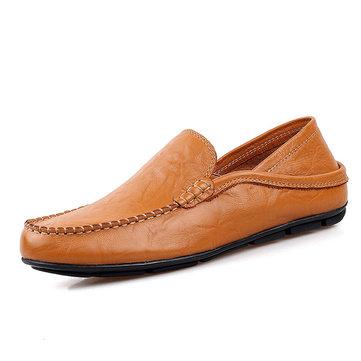 Les hommes en cuir souple chaussures formelles glissent sur des chaussures d'affaires de chaussures de conduite occasionnels