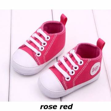 bébé arbore premières chaussures de marcheurs chaussures de toile de fond gazeuses